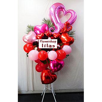 かわいいハートのバルーンのスタンド花