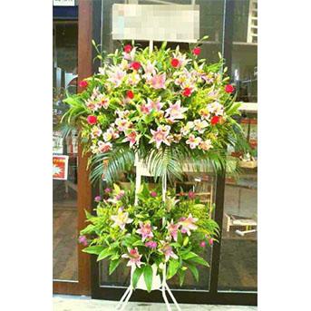 大輪系ユリとバラのスタンド花