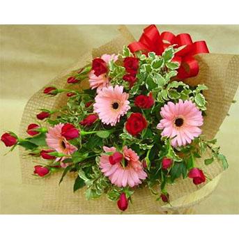 スプレーバラとガーベラの花束