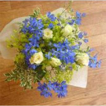 バラとデルフィニウムの花束