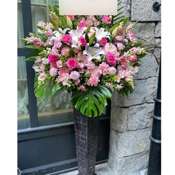 ピンク系のスタンド花