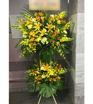 華やかな黄色系 スタンド花 2段タイプ