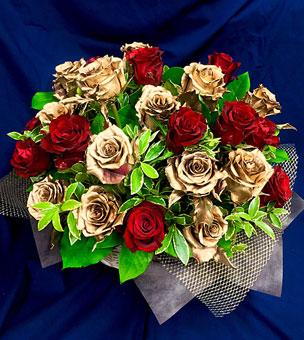 赤バラとゴールドローズのフラワーレンジ 楽屋花