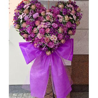 可愛いリボンが付いたハート スタンド花 紫